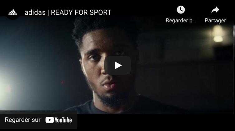 Un jeune homme noir s'adresse à la caméra dans une publicité d'Adidas.